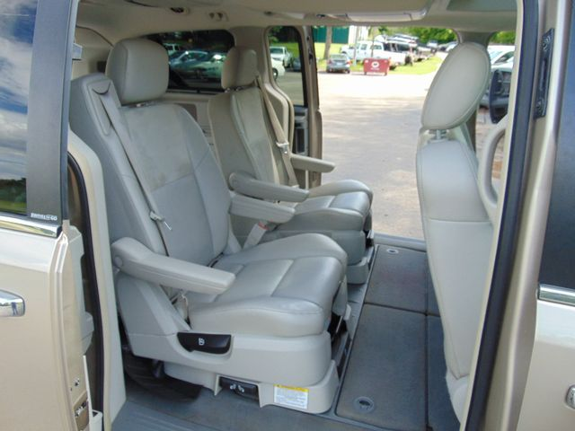 2009 Chrysler Town & Country Limited Alexandria, Minnesota 27