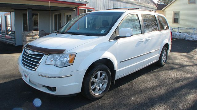2009 Chrysler Town & Country Touring in Coal Valley, IL 61240