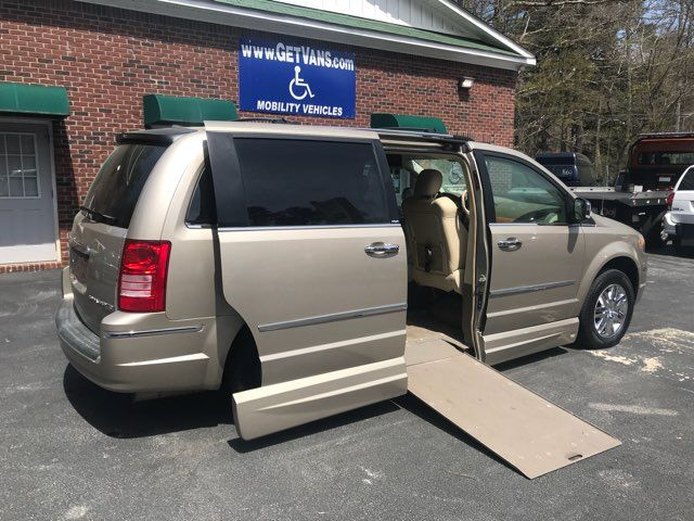 2009 Chrysler Town & Country Limited handicap wheelchair van Dallas, Georgia 2