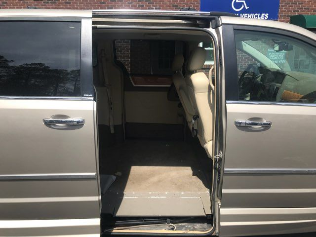 2009 Chrysler Town & Country Limited handicap wheelchair van Dallas, Georgia 12