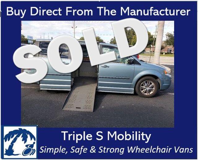 2009 Chrysler Town & Country Limited Wheelchair Van Handicap Ramp Van