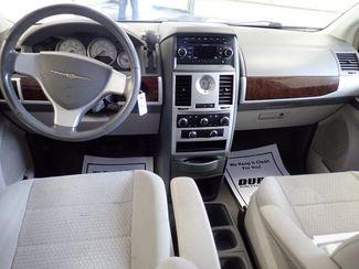 2009 Chrysler Town & Country Touring Lincoln, Nebraska 5