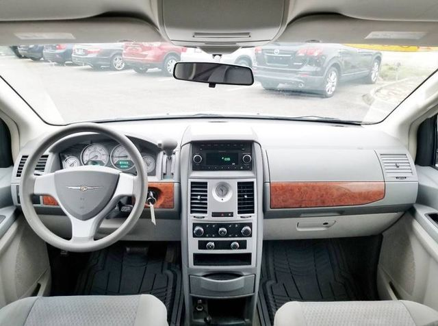2009 Chrysler Town & Country LX in Louisville, TN 37777
