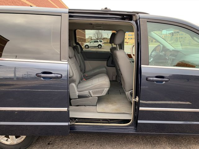 2009 Chrysler Town & Country  Touring Maple Grove, Minnesota 20