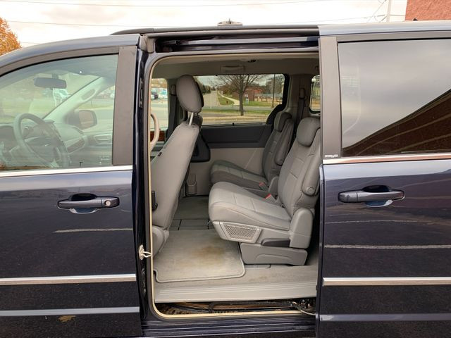 2009 Chrysler Town & Country  Touring Maple Grove, Minnesota 18