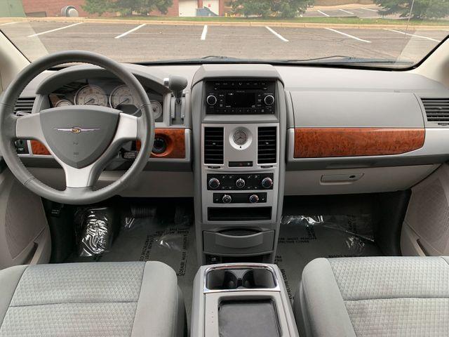2009 Chrysler Town & Country  Touring Maple Grove, Minnesota 28