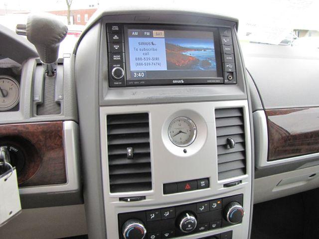 2009 Chrysler Town & Country Touring in Medina OHIO, 44256