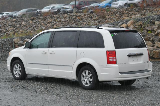 2009 Chrysler Town & Country Touring Naugatuck, Connecticut 2