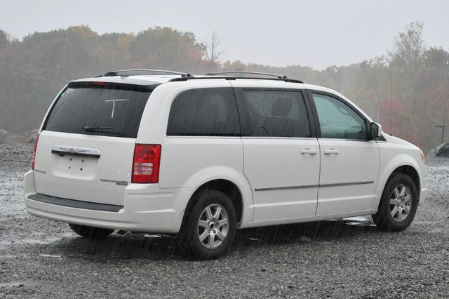 2009 Chrysler Town & Country Touring Naugatuck, Connecticut 4