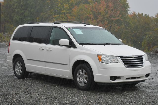 2009 Chrysler Town & Country Touring Naugatuck, Connecticut 6
