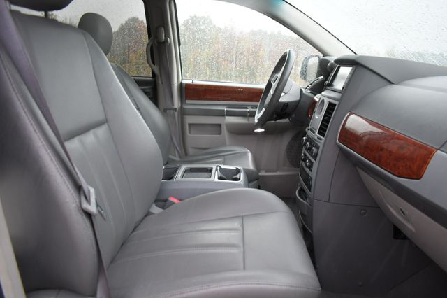 2009 Chrysler Town & Country Touring Naugatuck, Connecticut 8