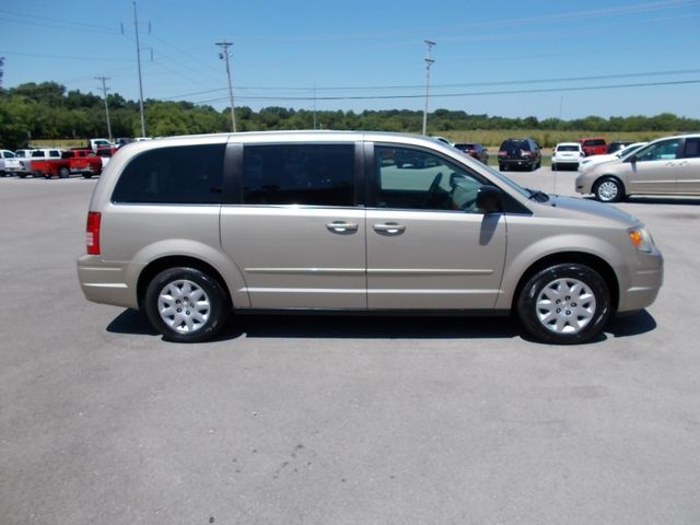 2009 Chrysler Town & Country LX Shelbyville, TN 10