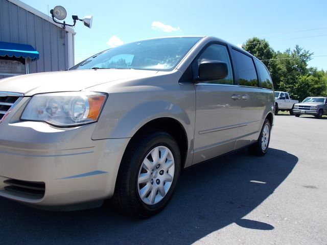 2009 Chrysler Town & Country LX Shelbyville, TN 5