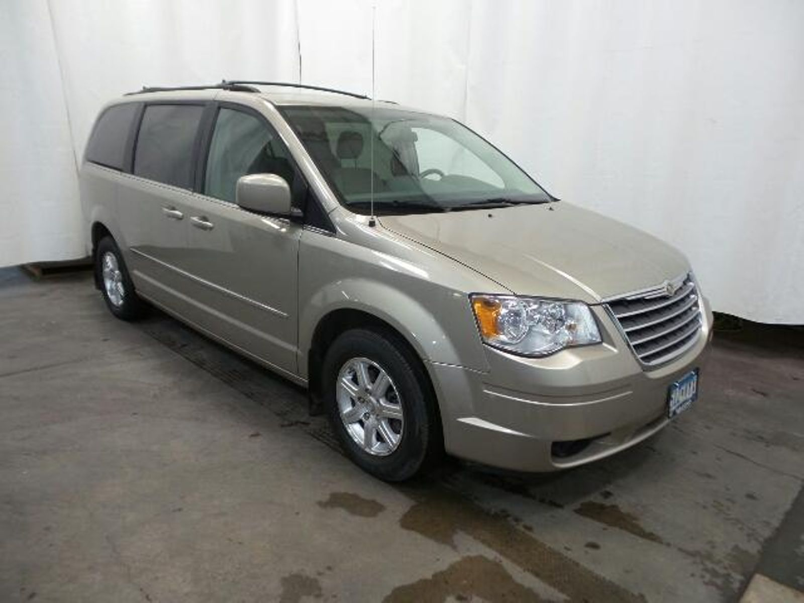 2009 Chrysler Town Country Touring in Victoria, ...