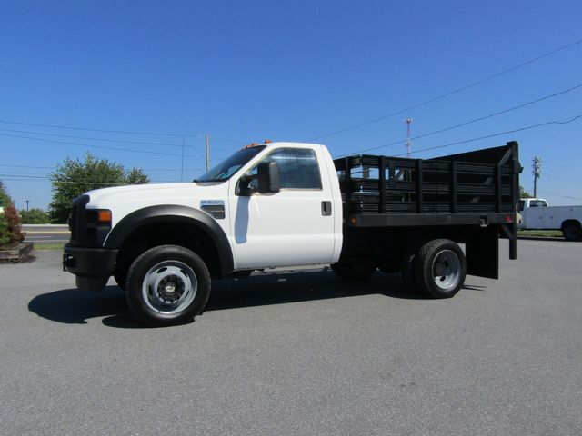 2009 Ford F550 9' Stake 4x4 with Lift Gate