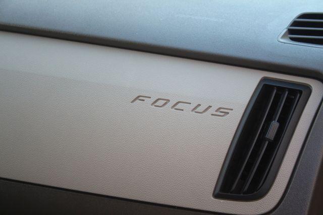 2009 Ford Focus SE Houston, Texas 33