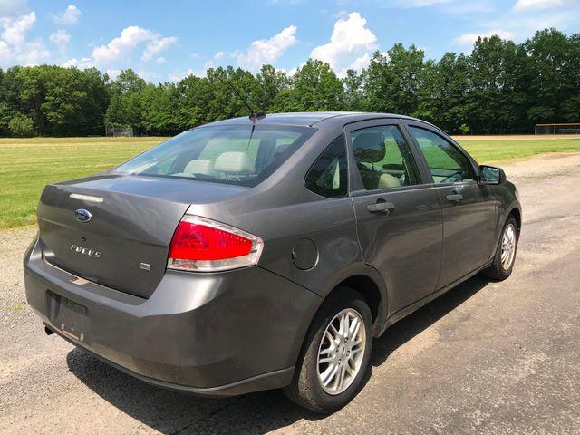 2009 Ford Focus SE Ravenna, Ohio 3