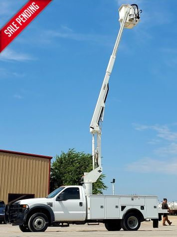2009 Ford SD F-550 DRW Versalift SST37  GREAT MILES in Fort Worth, TX