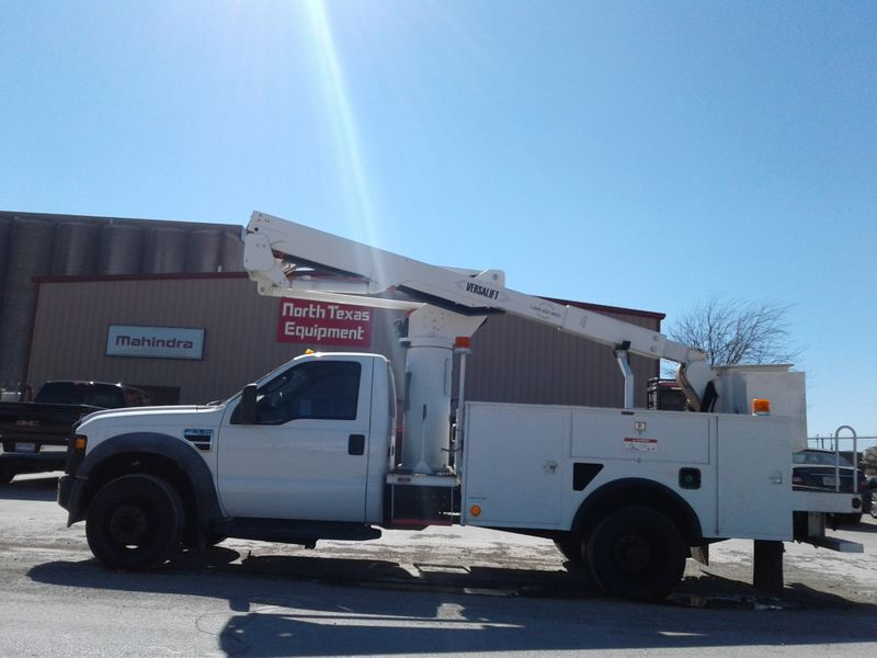 2009 Ford SD F-550 42 VERSALIFT BUCKET TRUCK LOW MILES    city TX  North Texas Equipment  in Fort Worth, TX