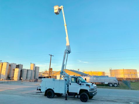 2009 GMC 5500 4X4 BUCKET TRUCK  in Fort Worth, TX