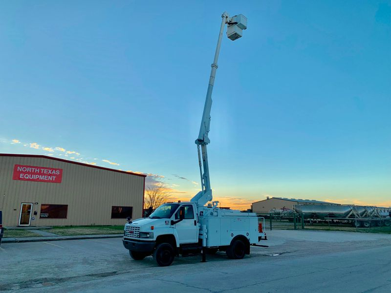 2009 GMC 5500 4X4 BUCKET TRUCK   city TX  North Texas Equipment  in Fort Worth, TX
