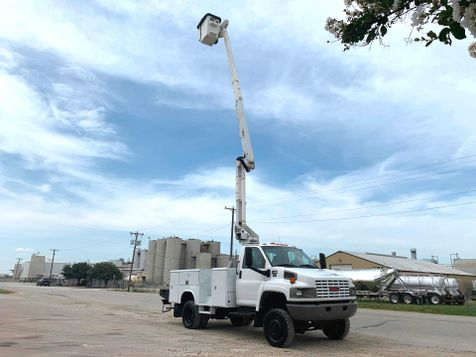 2009 GMC C5500 4X4 BUCKET TRUCK  in Fort Worth, TX