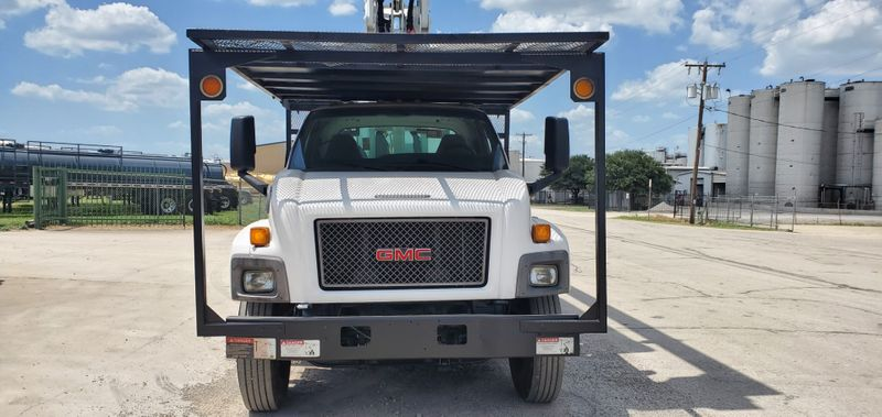 2009 GMC C7500 CHIPPER TRUCK 75FT BOOM PONY MOTOR CHIPPER BED TRUCK 75FT ELEVATOR  city TX  North Texas Equipment  in Fort Worth, TX