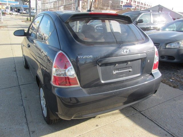 2009 Hyundai Accent Man GS Jamaica, New York 4