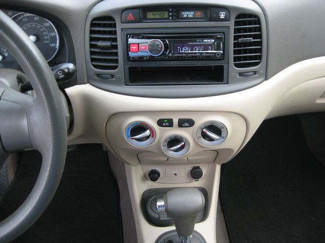 2009 Hyundai Accent Auto GLS Richmond, Virginia 9