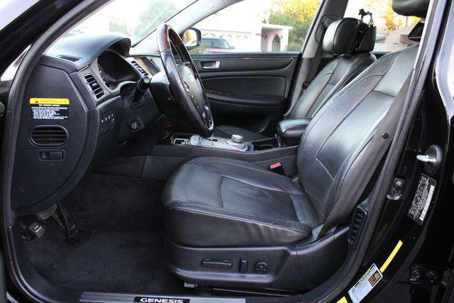 2009 Hyundai GENESIS SEDAN LIMITED NAVIGATION LEATHER SERVICE RECORDS in Van Nuys, CA 91406