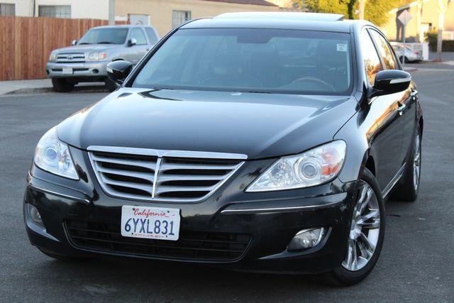 2009 Hyundai GENESIS SEDAN LIMITED NAVIGATION LEATHER SERVICE RECORDS in Woodland Hills, CA 91367