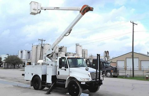 2009 International 4300 55FT TEREX INSULATED BOOM  LOW MILES A/C AUTOMATIC  BUCKET TRUCK in Fort Worth, TX