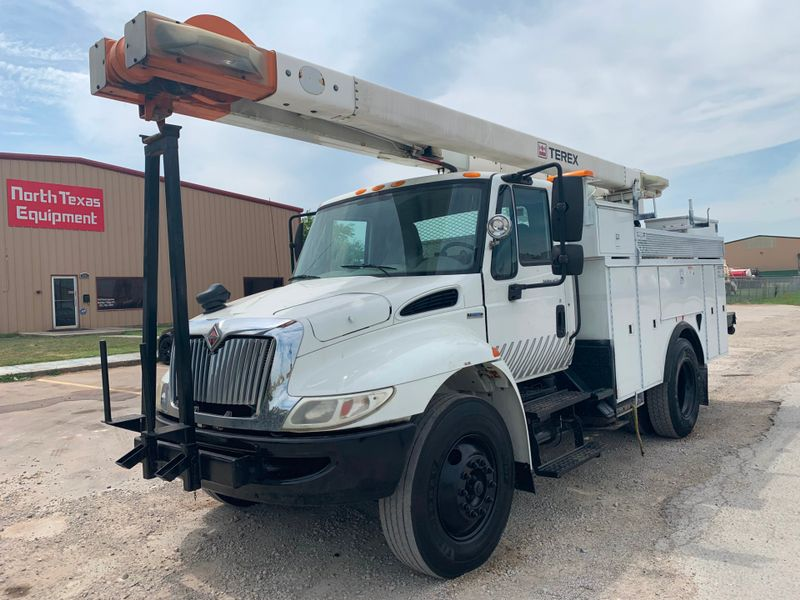 2009 International 4300 BUCKET TRUCK   city TX  North Texas Equipment  in Fort Worth, TX