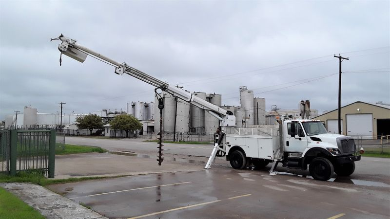 2009 International 7300 4WD LOW MILES DIESEL  DIGGER DERRICK  R 7300 DIGGER DERRICK MATERIAL HANDLER  4WD 7300  city TX  North Texas Equipment  in Fort Worth, TX