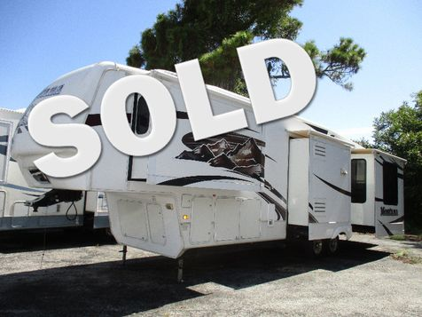 2009 Keystone Montana Ecliptic 3665RE w/ 4 Slides in Hudson, Florida