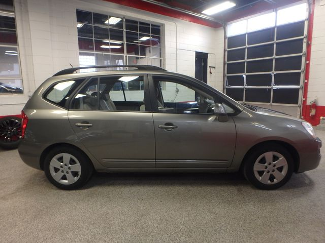 2009 Kia Rondo, Clean, Great Runner EXCELLENT, ECONOMICAL,  INEXPENSIVE TO OWN!~ Saint Louis Park, MN 1