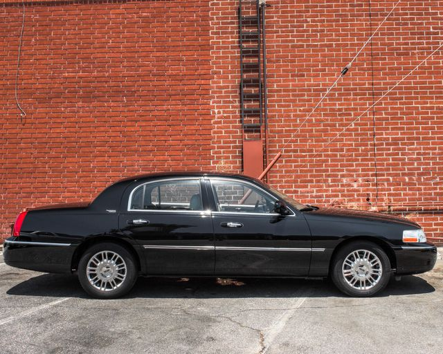 2009 Lincoln Town Car Signature Limited Burbank, CA 3