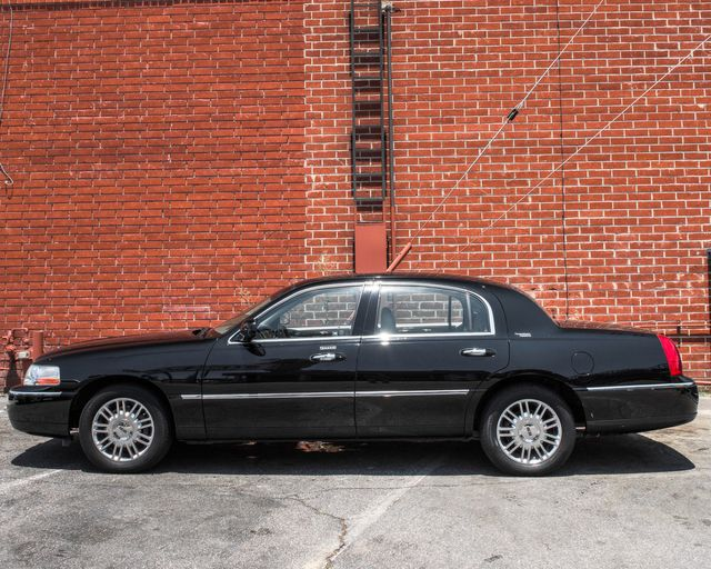 2009 Lincoln Town Car Signature Limited Burbank, CA 4