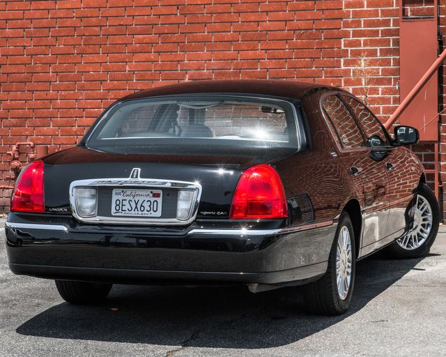 2009 Lincoln Town Car Signature Limited Burbank, CA 7