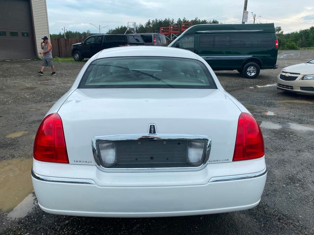 2009 Lincoln Town Car Signature Limited Hoosick Falls, New York 3