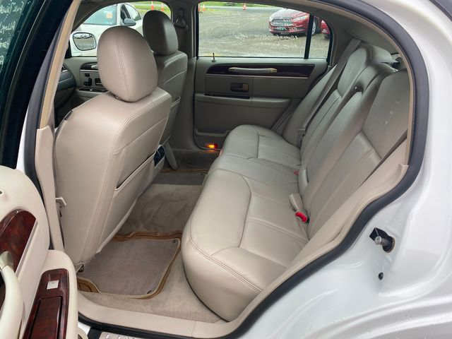2009 Lincoln Town Car Signature Limited Hoosick Falls, New York 4