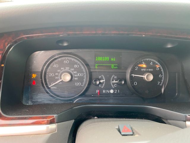 2009 Lincoln Town Car Signature Limited Hoosick Falls, New York 6