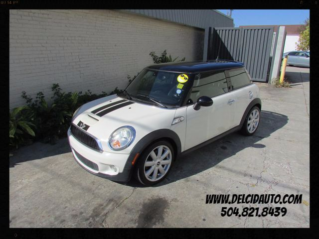 2009 Mini Cooper S, Automatic! Leather! Clean CarFax!