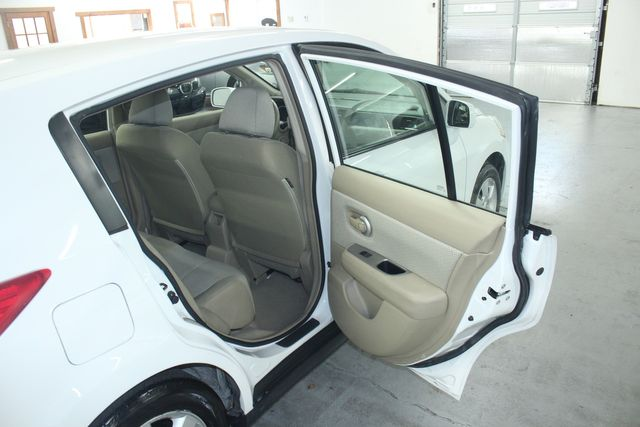 2009 Nissan Versa 1.8 SL Hatchback Kensington, Maryland 33