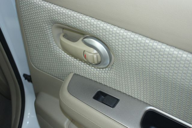 2009 Nissan Versa 1.8 SL Hatchback Kensington, Maryland 35