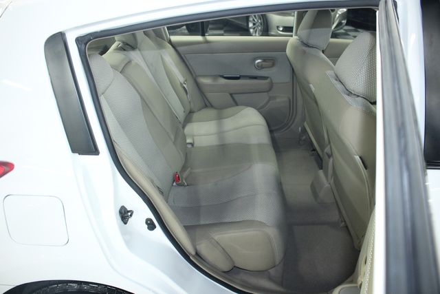 2009 Nissan Versa 1.8 SL Hatchback Kensington, Maryland 36
