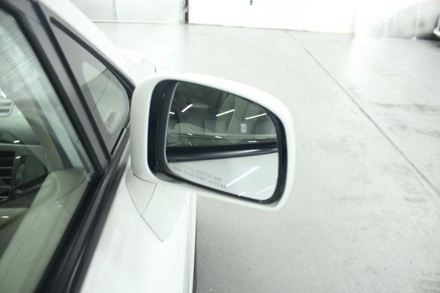 2009 Nissan Versa 1.8 SL Hatchback Kensington, Maryland 44