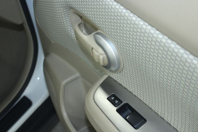 2009 Nissan Versa 1.8 SL Hatchback Kensington, Maryland 47