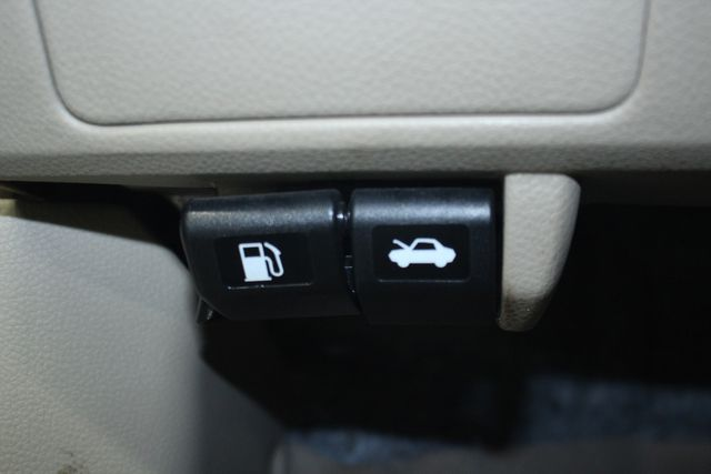 2009 Nissan Versa 1.8 SL Hatchback Kensington, Maryland 75