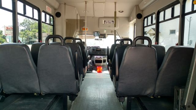 2009 Starcraft 14 Passenger Bus Wheelchair Accessible Alliance, Ohio 4